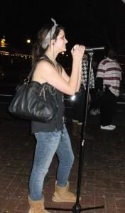 Girl speaks on question mic